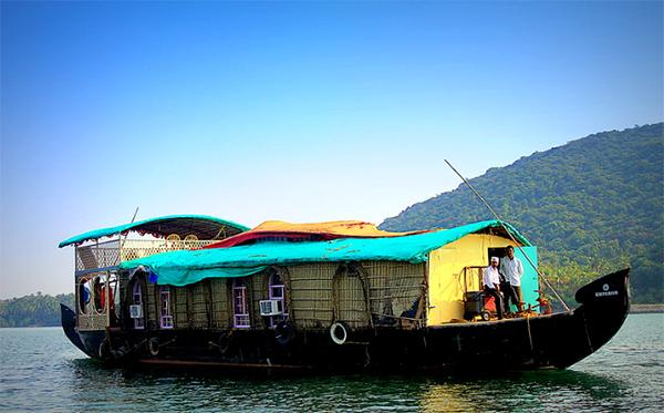 tarkarli beach malvan houseboat